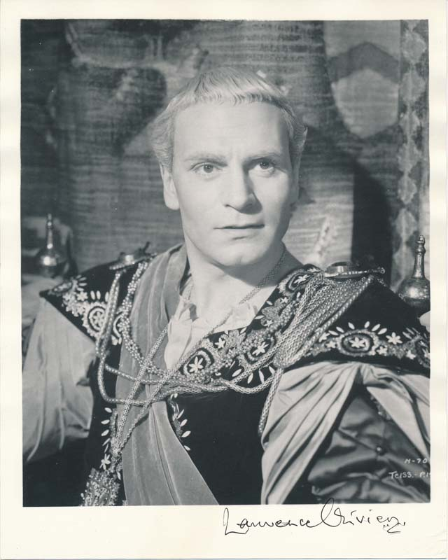 Photograph Signed. Laurence OLIVIER.